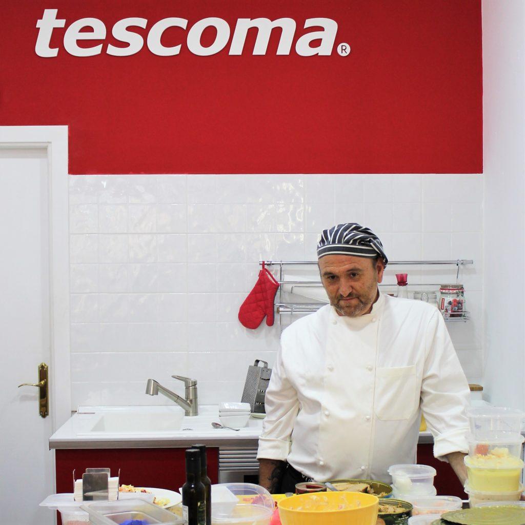 El cocinero de La Reserva en un momento de su taller de Ensaladilla Rusa