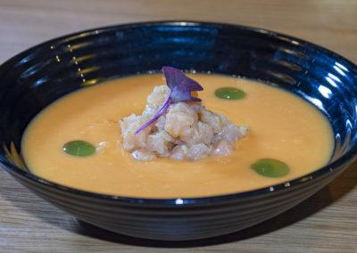 Porra de papaya con naranja y tartar de salmón ahumado